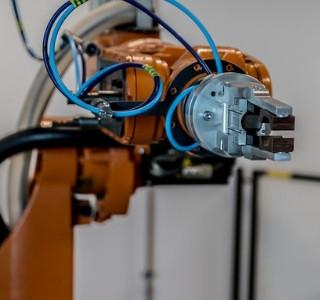 postimage-ipari_robot_gyarto_kozpont_szloveniaban